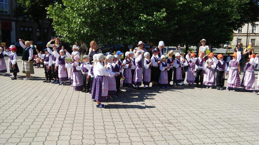 """Ikimokyklinukų renginys """"Šimtarašte juosta Klaipėda apjuosta"""""""